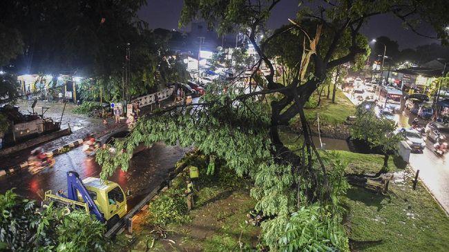 Puting Beliung Rusak 50 Rumah di 4 Kelurahan Bogor Selatan