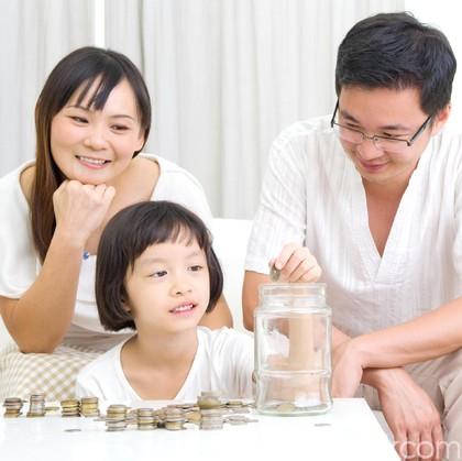 Ini Cara Asyik Ajarkan Anak Tentang Uang Sesuai Tahapan Usia Mereka