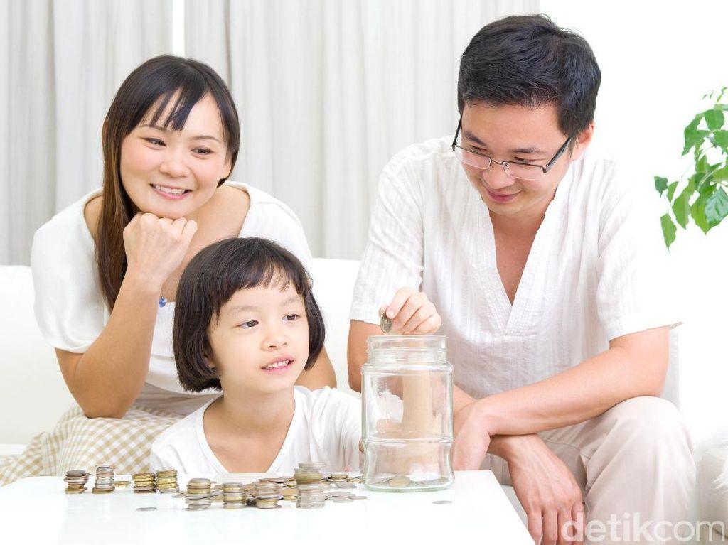 Kisah Haru Ibu yang Kumpulkan Uang Receh Demi Pengobatan Anak