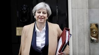 Sentuhan Kekuatan Theresa May Lewat Fesyen