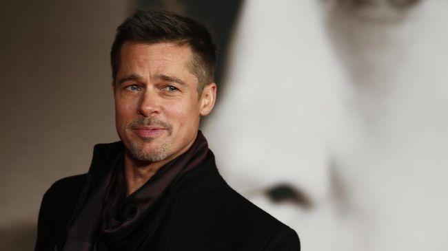 Brad Pitt Disebut Jadi Penyebab Jennifer Aniston Cerai
