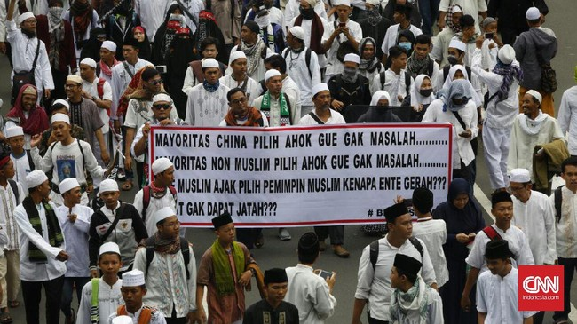 Amien Rais juga mempertanyakan mengapa pemerintah tak kunjung menonaktifkan Ahok yang terjerat pidana, tak seperti para pejabat lainnya. (CNN Indonesia/Adhi Wicaksono)