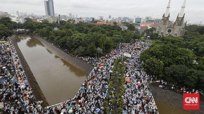 Walaupun demikian, kepolisian justru berpikiran lain. Polisi menangkap pemimpin Aksi 313 karena tuduhan makar terhadap pemerintahan yang sah. (CNN Indonesia/Adhi Wicaksono)