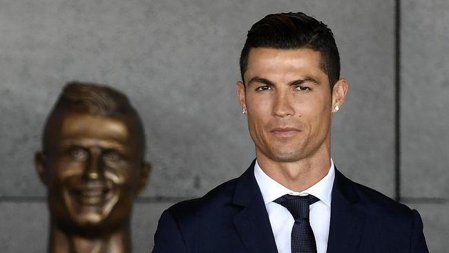 Pematung Cristiano Ronaldo Bela Diri dari Kritik