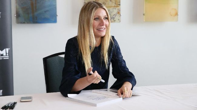 Baru Menikah, Gwyneth Paltrow Pamer Cincin Baru