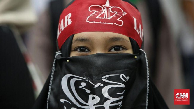 Salah satu tuntutan kini adalah polisi segera membebaskan para pemimpin Aksi 313 sebelum pukul 18.00 WIB. (CNN Indonesia/Adhi Wicaksono)