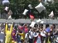 Euforia Perang Bantal di Hong Kong