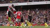 Arsenal akhirnya mengamankan satu poin dari laga melawan Manchester City setelah Shkodran Mustafi mencetak gol penyeimbang pada menit ke-53. Mustafi mencetak gol usai meneruskan umpan sepak pojok Mesut Oezil.(Reuters / Eddie Keogh)