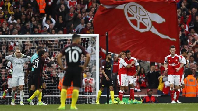 Hasil imbang 2-2 membuat posisi Manchester City dan Arsenal tidak berubah di klasemen Liga Primer Inggris. ManCity tetap di peringkat empat, sedangkan Arsenal berada di posisi keenam.(Reuters / Eddie Keogh)