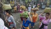 Raja bernama Mayadenawa itu dapat dikalahkan oleh rakyat. Dan hari kemenangan rakyat itu dikenal dengan Hari Raya Galungan, yang bermakna kemenangan dharma melawan adharma. (ANTARA FOTO/Nyoman Budhiana/Spt/17).