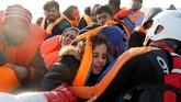 Diantara para imigran tersebut, terdapat banyak wanita dan anak-anak. Mereka juga merupakan kelompok yang paling rentan tenggelam karena tidak kuat berenang.