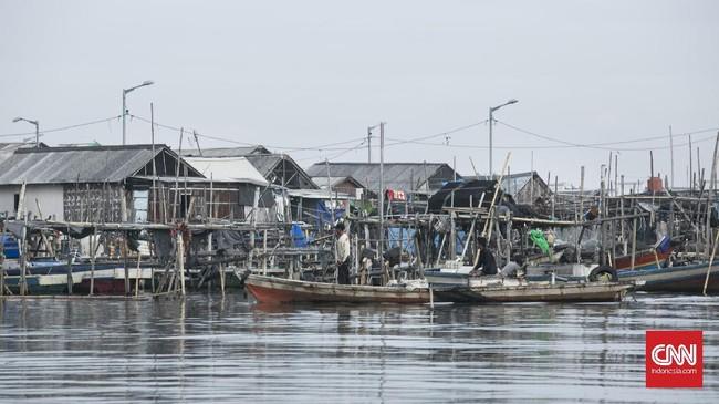 Proyek reklamasi Pulau C berdekatan dengan Desa Kamal Muara. Pulau tersebut membentang dari Pantai Indah Kapuk, sehingga membuat para nelayan harus beradaptasi untuk penangkapan ikan. (Hesti Rika/CNN Indonesia)