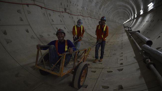 Tiga Pemuda Masuk Terowongan MRT, Kontraktor Kecolongan