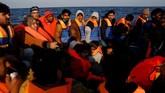 Mereka kemudian dipindahkan ke kapal Phoenix milik MOAS. Sebanyak 700 imigran asal Libya diselamatkan di kapal tersebut. Mereka menumpang perahu karet dari pesisir utara Libya di Sabratha, menuju Italia.
