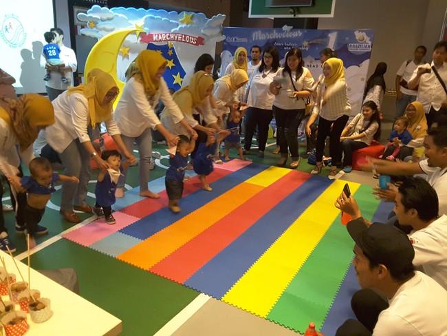 Gemasnya Melihat Aksi Anak 1 Tahun Lomba Merangkak dan Jalan
