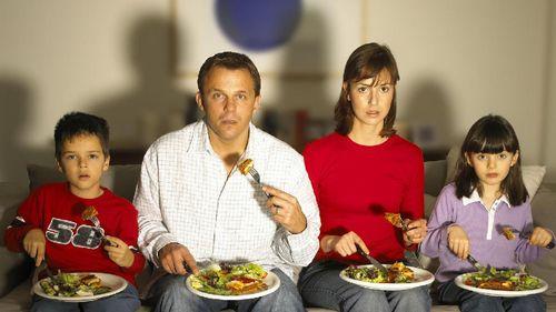 Terlalu Lama Menonton TV Tingkatkan Risiko Penggumpalan Darah