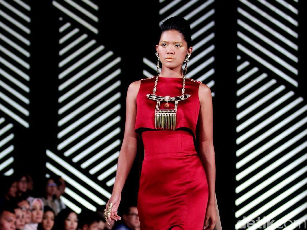 Foto: Koleksi Andreas Odang di Fashion Nation 2017