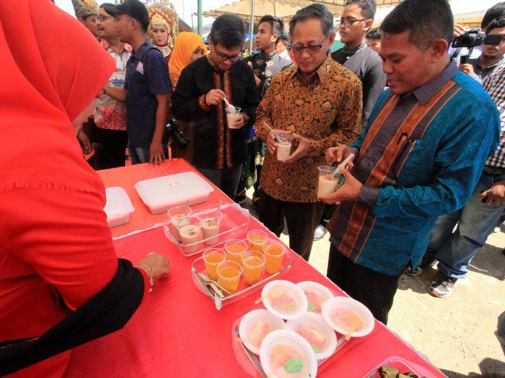PT Pelabuhan Indonesia 1 (Persero) menyelenggarakan Festival Kuliner bertajuk Lhokseumawe Beranda Depan Indonesia, ditujukan untuk mendorong potensi kekayaan budaya dan kuliner di Kota Lhokseumawe dan Kabupaten Aceh Utara. Pool/dok. Pelindo 1.