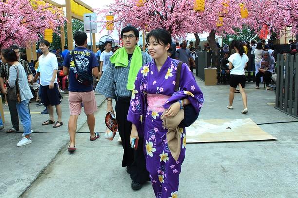 Melihat Keseruan Festival Sakura Matsuri