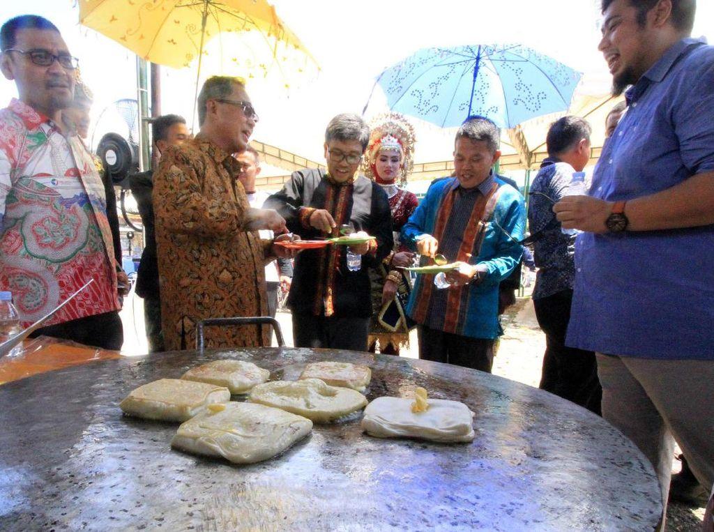 Fesival menghadirkan hiburan rakyat berupa bazar kuliner yang diikuti 19 penyedia kuliner lokal dan 5 penyedia kuliner nasional dan internasional. Pool/dok. Pelindo 1.