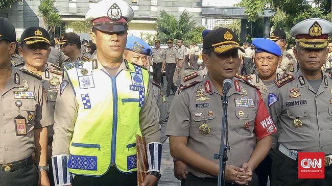 Kapolri Beri Penghargaan Polisi Penembak Penyandera Angkot