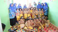 Nah bagi TK atau PAUD yang berada di sekitaran Jakarta dan ingin dikunjungi oleh tim detikHealth dan Sarang Cerita. Silakan kirimkan datanya melalui email ke redaksi@detikhealth.com. (Foto: Suherni Sulaeman/detikHealth)