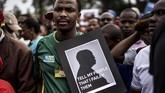 Selain itu, Zuma juga dituding berusaha memperkaya diri sendiri lewat penyalahgunaan kekuasaan melalui manipulasi perusahaan milik negara. (AFP/Marco Longari)