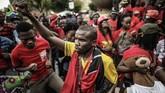 Ribuan orang dari partai posisi dan warga sipil berdemonstrasi di depan halaman Union Buildings, di Pretoria, Afrika Selatan, menuntut pelengseran Presiden Jacob Zuma, yang memimpin Afsel selama dua periode sejak 2009. (AFP/Gianluigi Guercia)