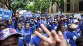 Skandal korupsi Zuma terungkap November lalu, saat penyidik publik Thuli Madonsela menerbitkan laporan setebal 355 halaman yang menyingkap kedekatan hubungan Zuma dan keluarga Gupta, serta penyalahgunaan kekuasaan yang dia lakukan. (AFP/Gianluigi Guercia)