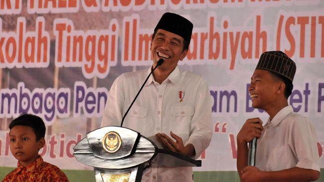 Jokowi Tertawa Saat Disinggung Cawapres Pilihannya