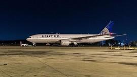 Pintu Pesawat Membeku, Penumpang Terdampar 16 Jam di Bandara