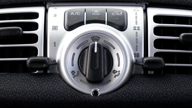 4 Penyebab AC Mobil Tidak Dingin