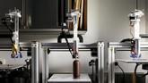 Toko Cokelat Miam Factory baru mengoperasikan mesin ini 3 bulan lalu. Mesin ini diciptakan oleh Smart Gastronomy Lab, milik Universitas Liege. Pusat penelitian ini memfokuskan pada eksplorasi teknologi di sektor makanan dan minuman. Mereka mengoperasikan 4mesin cetak 3D khusus. (REUTERS/Francois Lenoir)