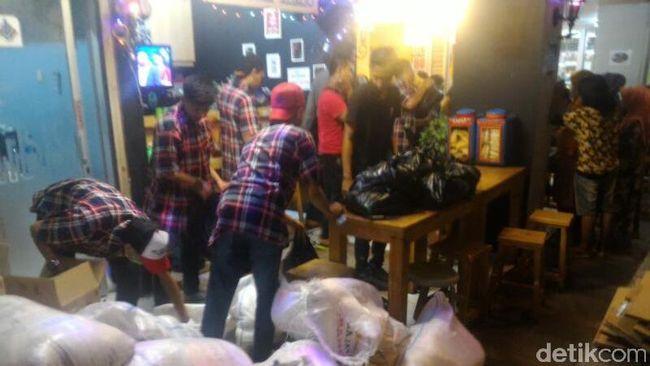 Panwaslu Jakarta Barat Amankan Sembako di Masa Tenang Pilkada