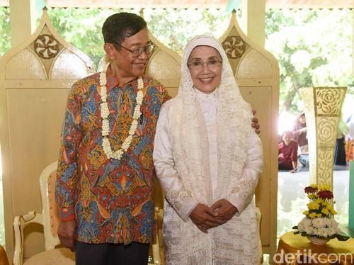 Seperti Nani Widjaja, 4 Wanita yang Menikah di Usia Lebih dari 65 Tahun