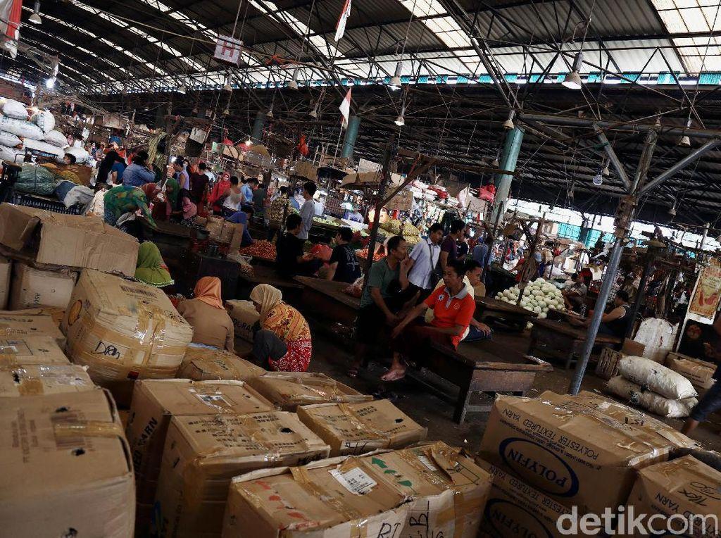 Jawa Timur, Jawa Tengan, Jawa Barat, bahkan dari Sumatera jadi daerah pemasok ke Pasar Indit Kramat Jati. Lampung sendiri jadi pemasok pisang dan kelapa.