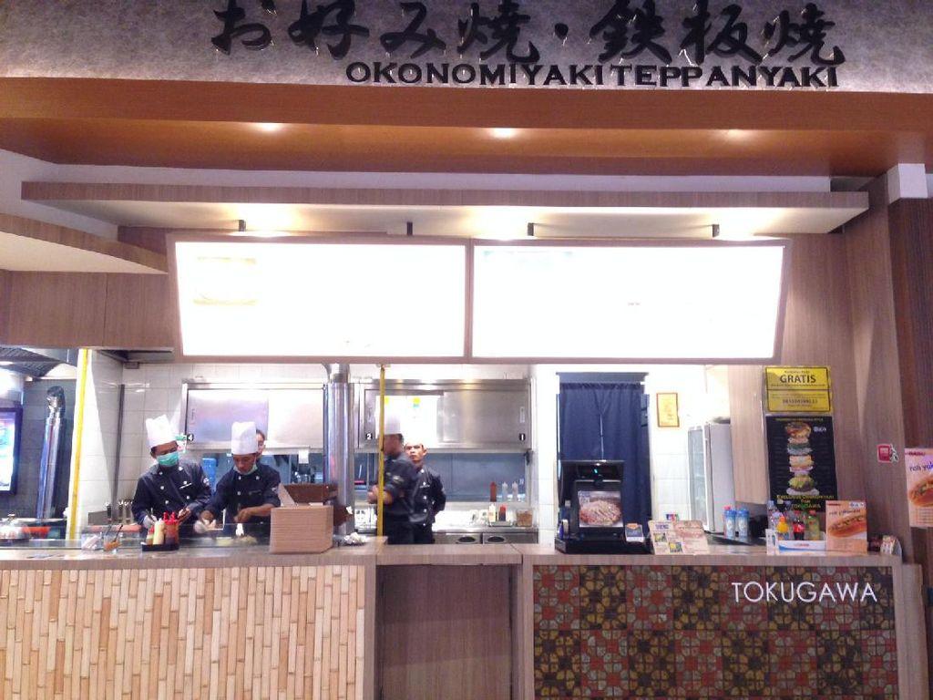 Di area Food Culture AEON Mall BSD ada gerai Tokugawa yang berasal dari Jepang. Gerai ini punya andalan okonomiyaki gaya Kansai dan Hiroshima.