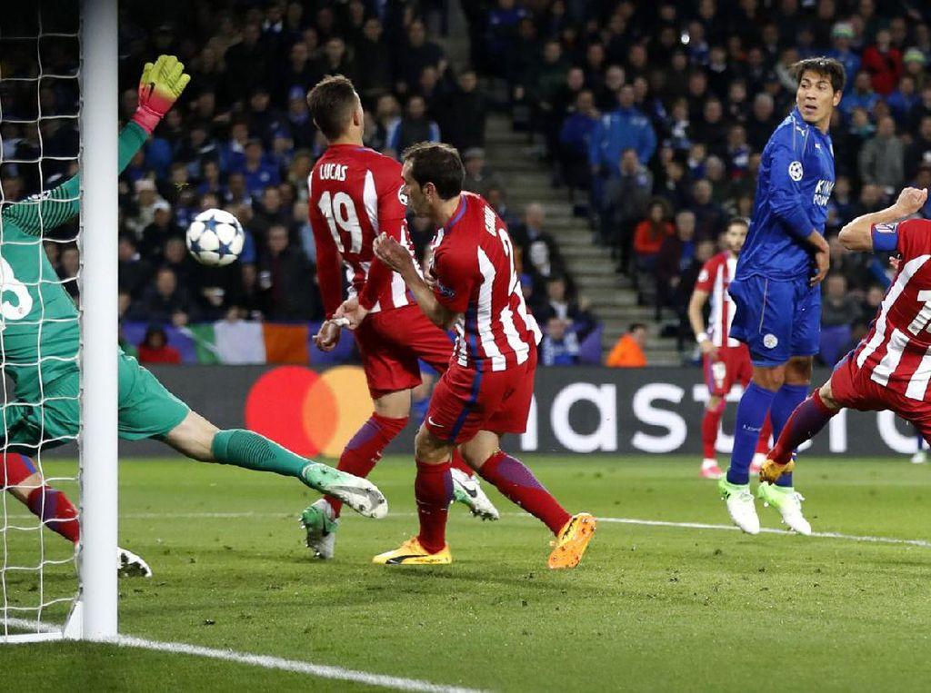Di menit 61, Leicester menyamakan skor 1-1 berkat gol Jamie Vardy. Carl Recine/Reuters.