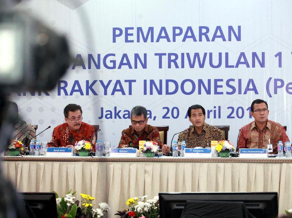Penyaluran KUR pada tiga bulan pertama 2017 ini tertuju kepada 763 debitur baru. Target di akhir tahun, emiten berkode BBRI itu mematok minimal 40% penyaluran KUR kepada sektor produktif sesuai dengan arahan Presiden Joko Widodo (Jokowi). (Foto: dok. BRI)