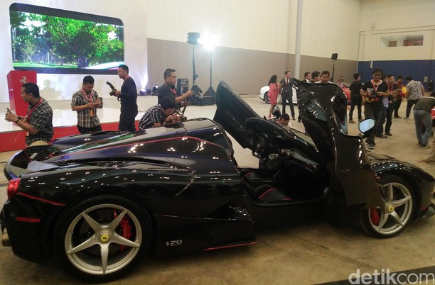 Supercar Ferrari Mendarat di Indonesia