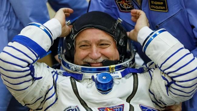 <p>Fischer dan Yurchikhin diperkirakan berlabuh di ISS sekitar enam jam setelah peluncuran (REUTERS/Shamil Zhumatov)</p>