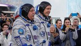 <p>Pesawat ruang angkasa Rusia Soyuz MS-04 dengan membawa kosmonot Rusia Fyodor Yurchikhin dan astronot NASA Jack David Fischer (REUTERS/Shamil Zhumatov)</p>