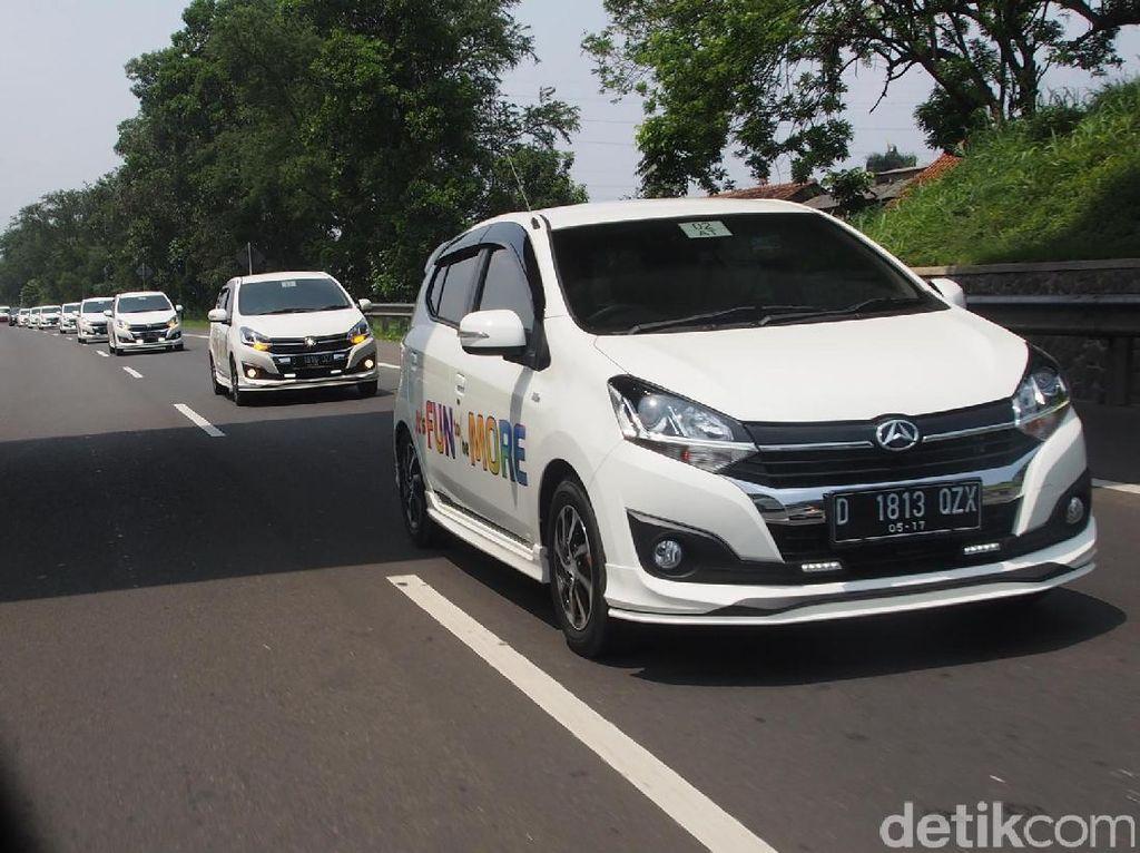 Daihatsu Ayla di tol Kopo, Bandung. Foto: PT Astra Daihatsu Motor