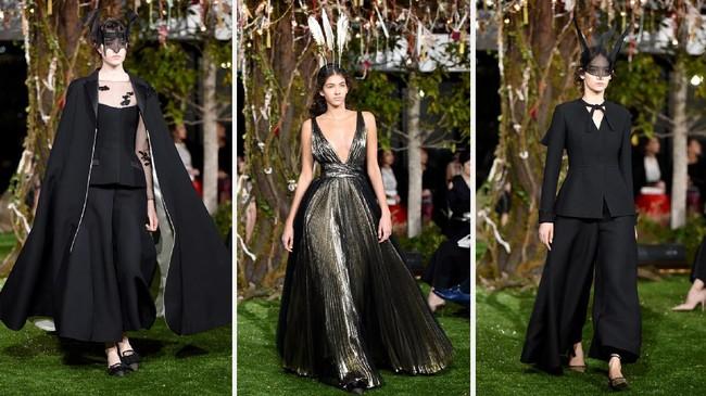 <p>Variasi koleksi mulai dari gaun, jaket dan tas akan dihias dengan bunga khas Jepang dan kata-kata 'Jardin Japonais Christian Dior 1953,' merujuk dari desain oleh Christian Dior 6 dekade yang lalu. (Toru YAMANAKA/AFP)</p>