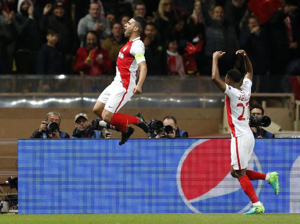 Radamel Falcao merayakan golnya. Reuters/Jean-Paul Pelissier.