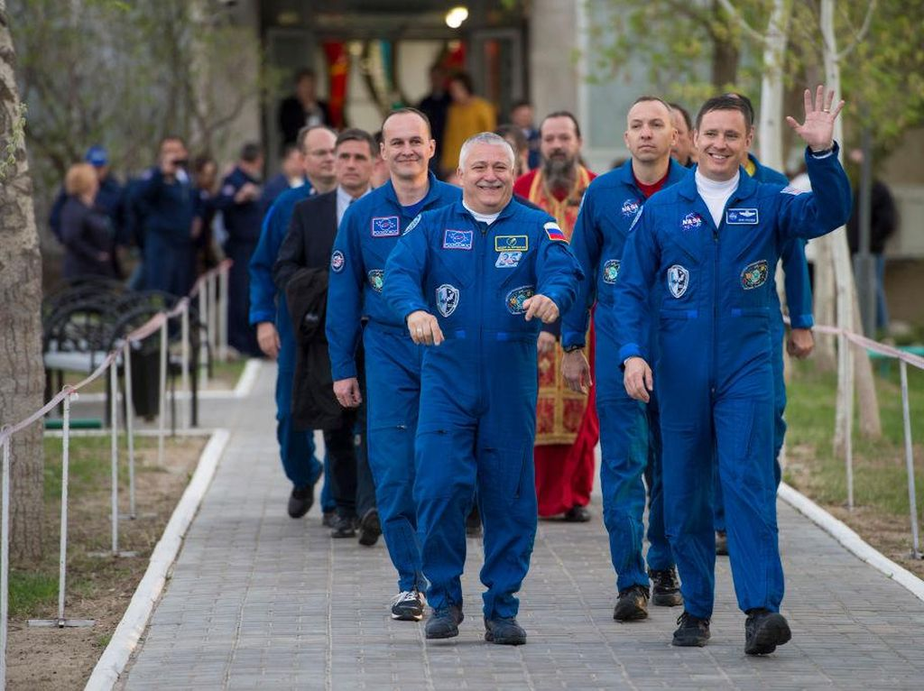 Kru baru ISS ini, yaitu astronot Badan Antariksa Amerika Serikat (NASA) Jack Fischer dan kosmonot Rusia Roscosmos Fyodor Yurchikhin. (Foto: GettyImages)