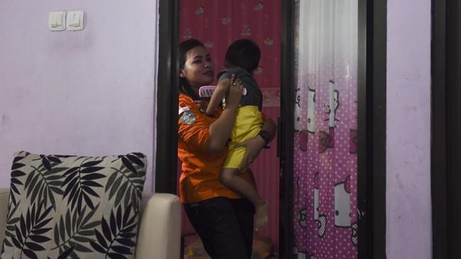 Semangat Kartini tidak berhenti sampai di zamannya. Banyak Kartini muda yang lahir di zaman sekarang, tak terkecuali seorang rescuer perempuan Basarnas bernama Berty Iswandini. (ANTARA FOTO/Zabur Karuru).