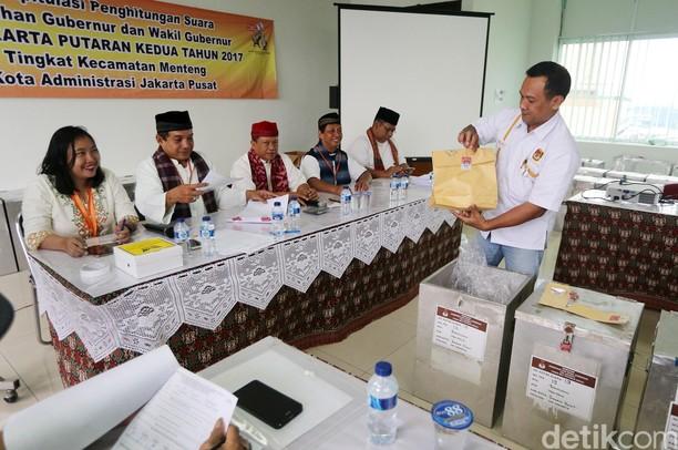 Rekapitulasi Suara Pilgub DKI di Kecamatan Menteng