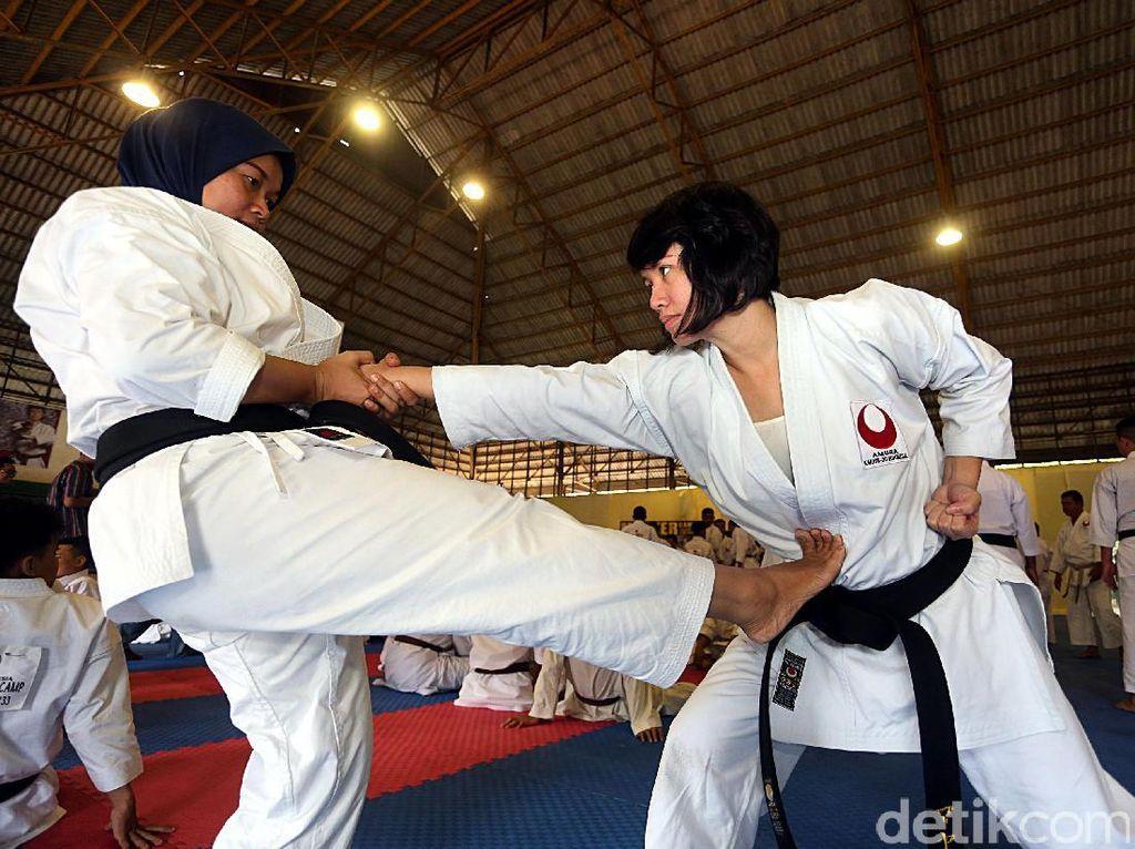Sarasehan karate bertajuk Amura Master Camp digelar di GOR Taman Wiladatika, Cibubur, 21-23 April mendatang. Amura Master Camp sendiri adalah semacam training camp untuk penyeragaman teknik beladiri karate.