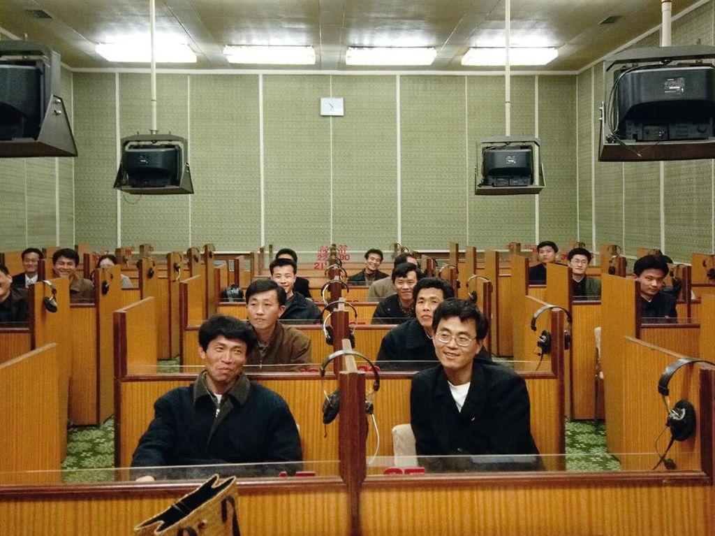 Suasana di sebuah ruang kelas di Pyongyang. Foto: Hufpost